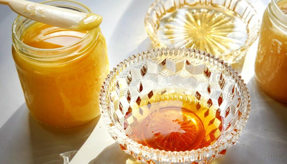 SMAKEN AV STEDET: - Biene dekker en radius på et par kilometer. Og det de finner, bestemmer hva honningen ender opp med å smake. Foto: Mette Randem