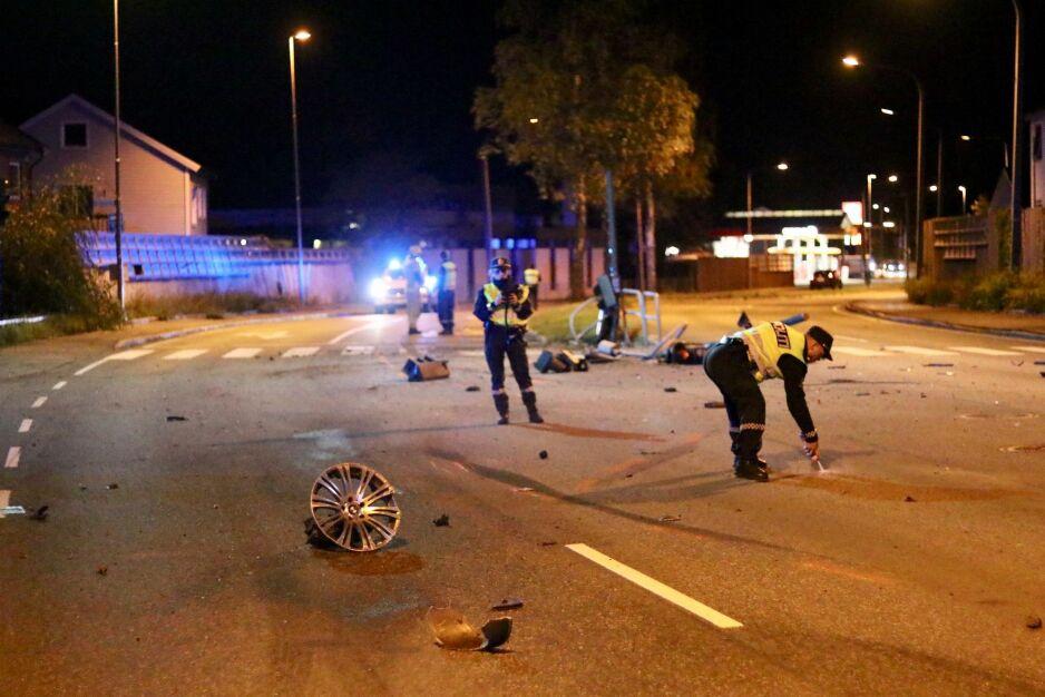 TRAFIKKULYKKE: Fem personer var involvert i en alvorlig trafikkulykke natt til mandag. Foto: Vegard M. Aas / Presse30.no