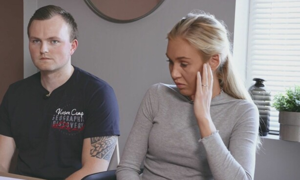 I KNIPE: Christer Folgerø og Marikken Muri blir tydelig opprørt når de får beskjed om at de å skaffe nærmere 300 000 kroner på bare noen få uker. Foto: TV3