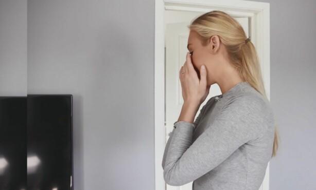 SÅRT TEMA: Marikken Muri bryter sammen i gråt når hun forteller om hvordan økonomien har gått utover forholdet deres. Foto: TV3
