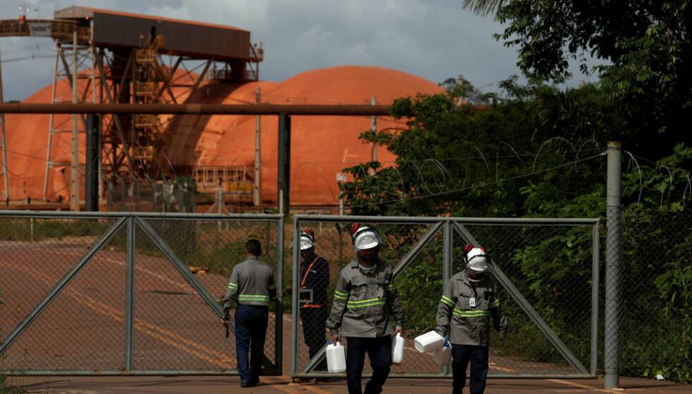 PAKKER SAKENE: Norsk Hydros nedstenging av aluminiumraffineri i Brasil kan gi stor økonomiske konsekvenser. REUTERS/Ricardo Moraes/File Photo