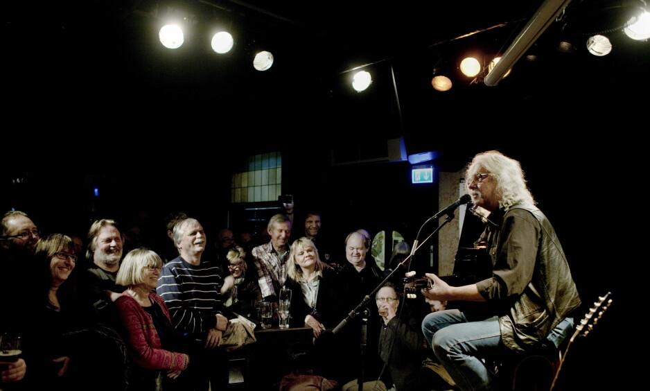 VERDENSSTJERNE PÅ MONO: 24. januar 2012 spilte amerikanske Arlo Guthrie på Café Mono. Snart er det kroken på døra for Oslo-klubben, som har bidratt til at Oslo er Europas kanskje beste og mest spennende by for livemusikk.. Foto: Adrian Øhrn Johansen / Dagbladet