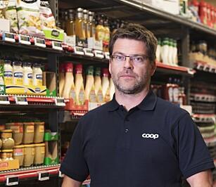 IKKE MER SVINN: Det er ikke forskjell på svinn i butikker med og uten selvbetjeningskasser, sier Harald Kristiansen. Foto: Coop