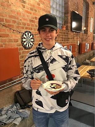 FROKOST: - Hvis jeg ikke får i meg mat om morgenen blir jeg gretten og lærer mindre, sier tiendeklassingen Nils Kristian Bondy (15). Foto: Tine Faltin