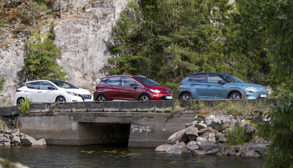 TRE HETE: Nissan Leaf (t.v), Opel Ampera-e og Hyundai Kona Electric er testet mot hverandre. Tre populære, men bare en vinner. Les saken og finn ut hva vi mener om alle tre bilene. Alle Foto: Jamieson Pothecary