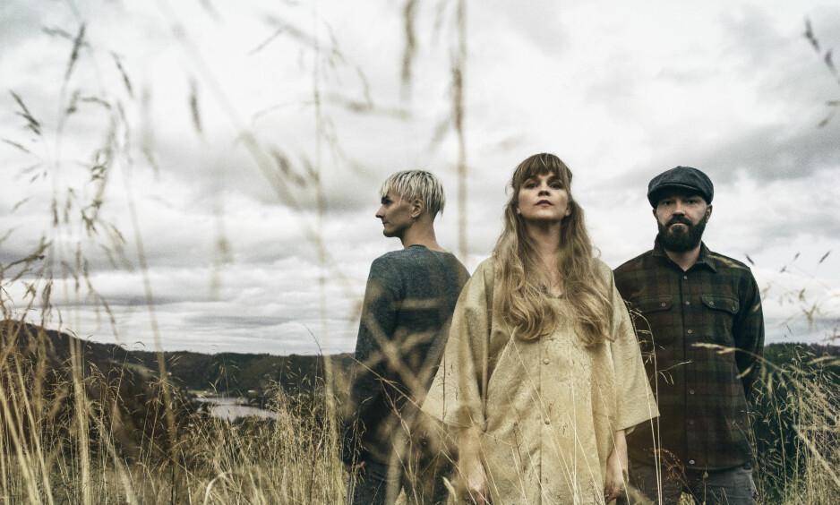 TILBAKE: Magnus Børmark (t.v.), Gunnhild Sundli og Sveinung Sundli utgjjør i dag Gåte, som 2. november er tilbake med et nytt album - 14 år etter «Iselilja». Foto: Ole A. Ekker