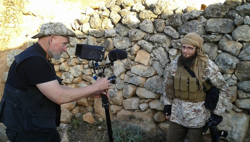 PÅ JOBB: Pål Salahdin Refsdal sammen med den britiske konvertitten Abu Basir al-Britani i det nordvestlige Syria. Foto: Privat
