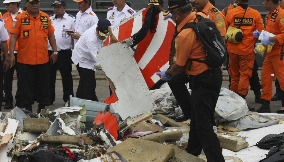 UBESVARTE SPØRSMÅL: Fortsatt står mange spørsmål ubesvart etter flystyrten i Indonesia i oktober. Foto: AP Photo/Binsar Bakara
