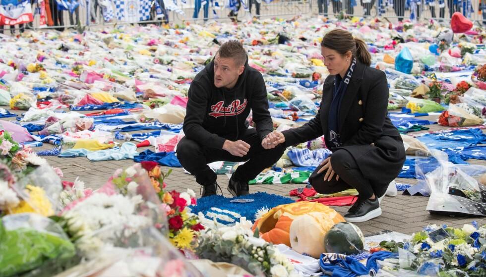 I SORG: Jamie Vardy og kona depper etter den tragiske helikopterulykken der Leicester-eieren mistet livet. Foto: ANNA GOWTHORPE/BPI/REX/SHUTTERSTOCK