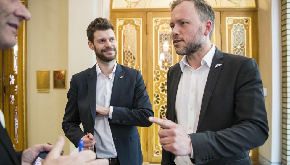 ENIGE: Rødt-leder Bjørnar Moxnes og SV-leder Audun Lysbakken ber KrF endre reglene som åpner for at kommunene kan bruke økt barnetrygd som et påskudd til å kutte i sosialhjelp. Foto: Håkon Mosvold Larsen / NTB scanpix