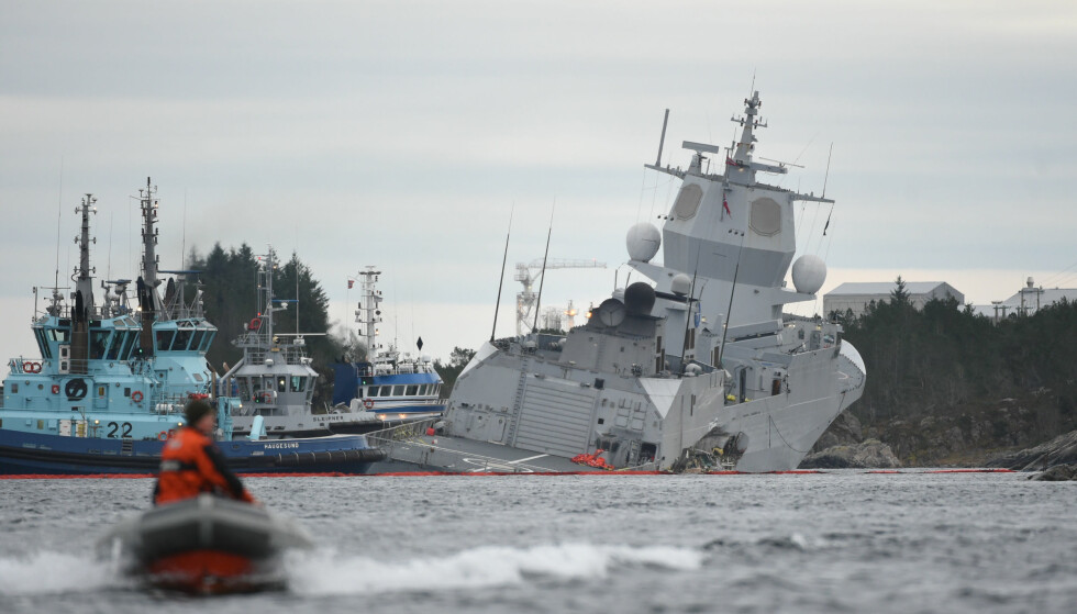 SAMMENSTØT: Fregatten KNM Helge Ingstad ble raskt evakuert etter kollisjonen med en tankbåt ved Stureterminalen i Øygarden. Foto: Marit Hommedal / NTB scanpix