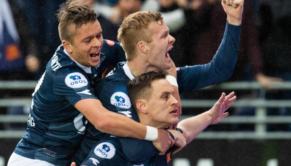 RYKKER OPP: Tommy Høiland og Viking jubler for opprykk til Eliteserien. FOTO: BILDBYRÅN