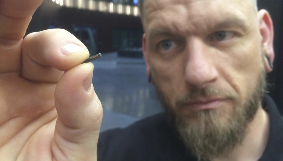 IKKE SCIENCE FICTION: Svenske Jowan Õsterlund står bak et av firmaene som nå lanserer en mikrochip-teknologi som tidligere nærmest ble ansett som «science fiction». Slett ikke alle er begeistret. Foto: NTB Scanpis/AP/James Brooks