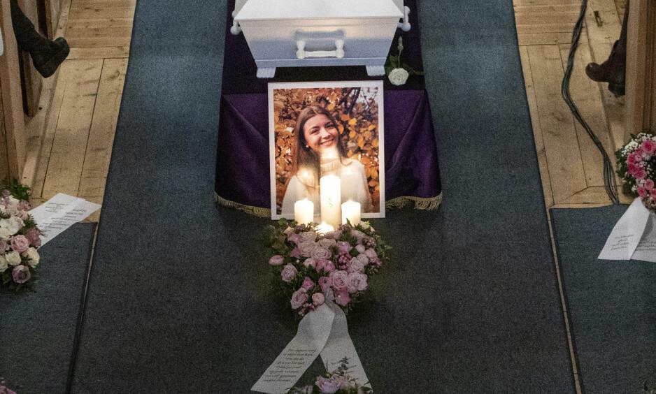 VINSTRA: En fullsatt Sødorp kirke på Vinstra tok farvel med den 16 år gamle jenta som ble drept av en jevnaldrende gutt. Foto: Tore Meek / NTB scanpix