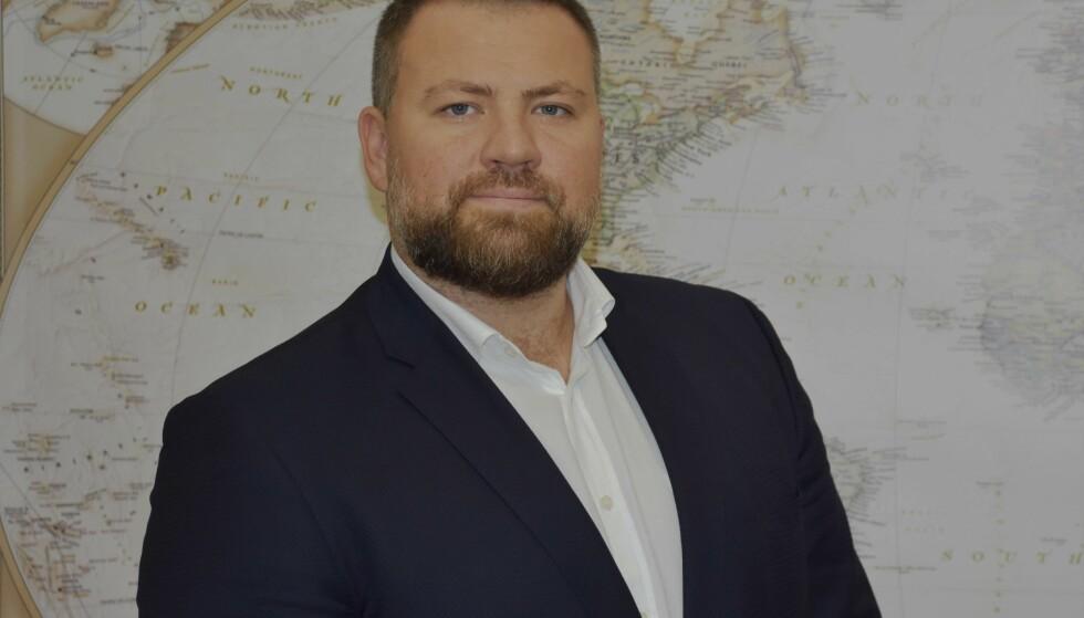STORT PROBLEM: Nestleder Oleg Grigoryuk i det ukrainske sjømannsforbundet etterlyser et lovverk som ikke gjør det mulig for arbeidsgivere i krabbeflåten å fraskrive seg ansvar for sine ansatte. - Det er stort problem, sier han. Foto: MTWTU