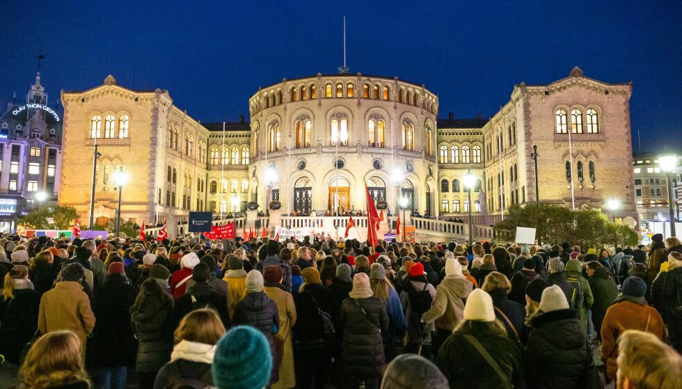 SIER NEI: Et overveldende flertall av de spurte sier nei til å stramme inn abortloven. Her fra en demonstrasjon foran Stortinget tidligere i høst. Foto: Audun Braastad / NTB scanpix