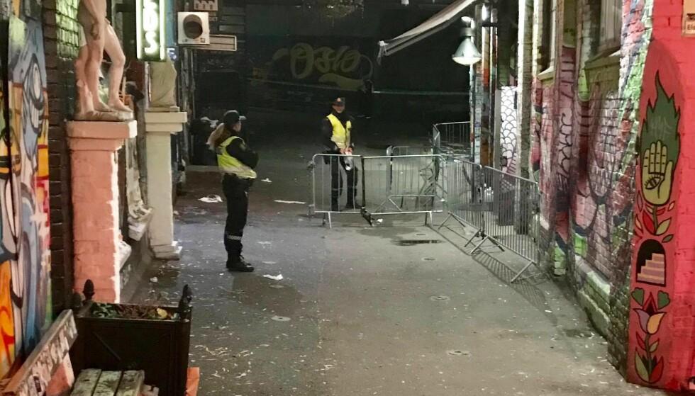 POLITI PÅ STEDET: Politi og ambulanse kom raskt til utestedet Blå i Oslo da meldingen kom om slagsmål. Foto: Ralf Lofstad / Dagbladet