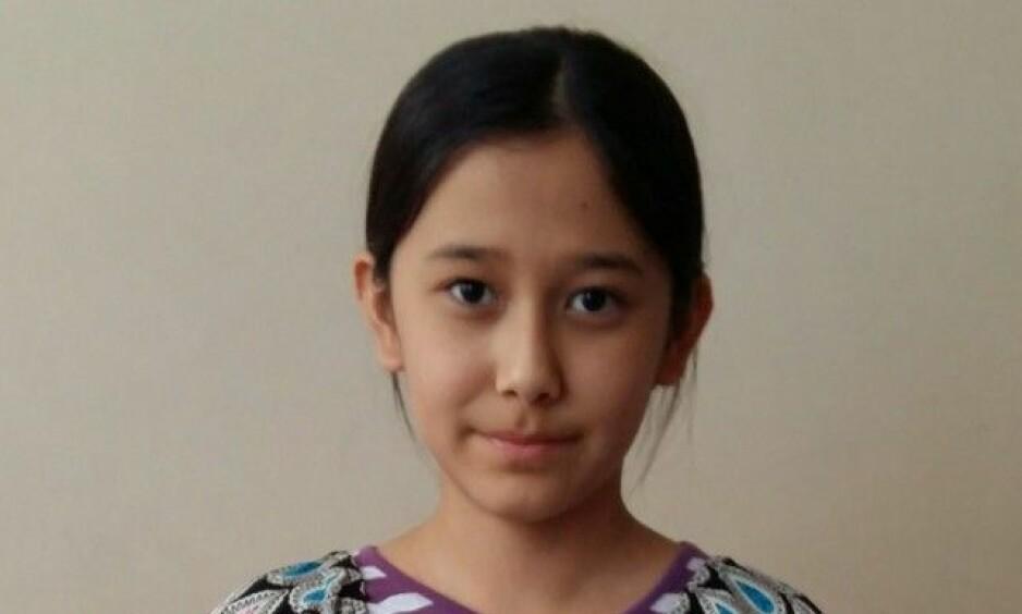 PÅ VENT I AFGHANISTAN: Det er snart fire år siden at i dag 12-årige Farida Khurami og foreldrene ble tvangsutsendt fra Norge. Staten mener familien ble sendt ut på lovlig vis, mens familiens advokat og støttegruppa vil ha jenta og foreldrene tilbake til Dokka. Foto: Privat