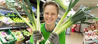 William (21) har autisme og er en ressurs i matbutikken: -Jobber med meg sjøl hver dag