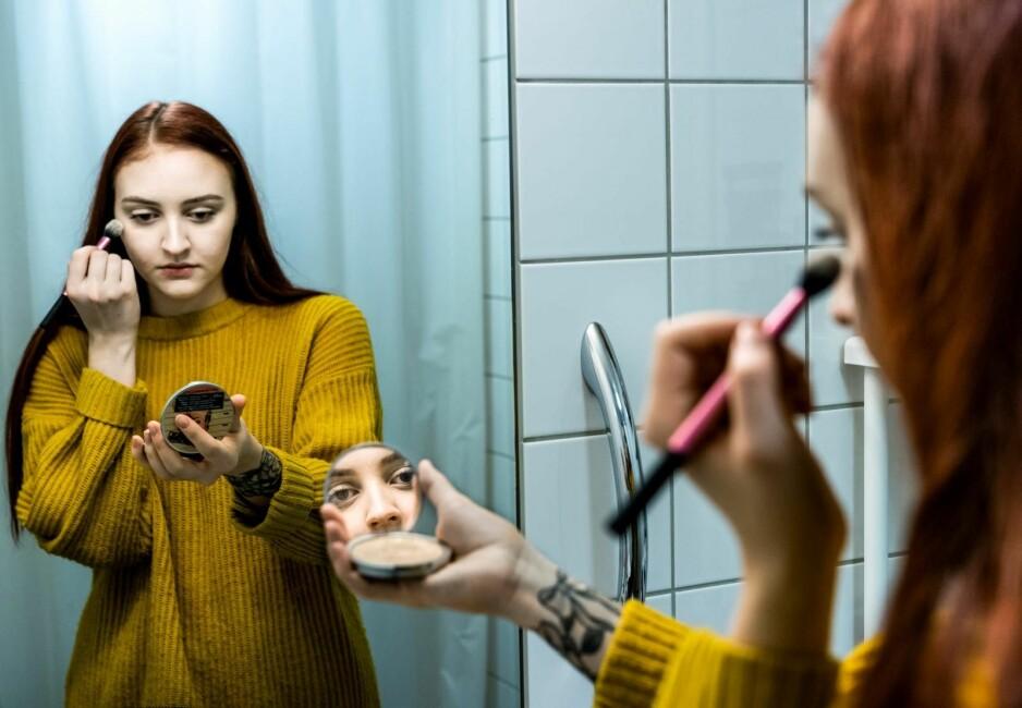 DEN VANLIGSTE PERSONLIGHETSFORSTYRRELSEN: For ett år siden fikk Maria (21) diagnosen unnvikende personlighetsforstyrrelse. Det er den vanligste personlighetsforstyrrelsen, men blir likevel kalt «den oversette lidelsen». - Jeg ser fram til den dagen jeg tør å si hva jeg mener før noen andre sier hva de mener først. Foto: John Terje Pedersen / Dagbladet