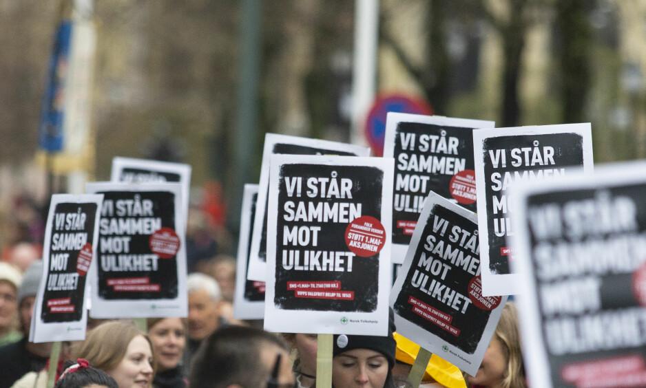 NORSKE VILKÅR: Alle arbeidere i Norge skal ha norske lønns- og arbeidsvilkår. EØS-motstanden i fagbevegelsen øker fordi mer og mer tyder på at dette målet aldri kan nås innenfor avtalens strenge krav til fri flyt på kapitalens premisser, skriver kronikkforfatteren. Bildet er fra en 1. mai-demonstrasjon i Oslo. Foto: NTB Scanpix