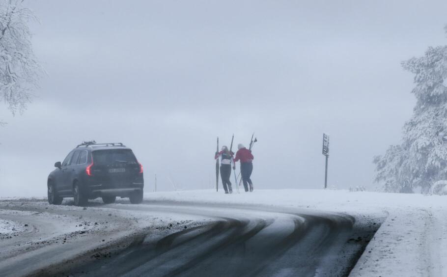 SNØ I OSLO: Snøen i Oslo torsdag morgen skapte problemer i trafikken, men den forsvinner fort. Foto: Lise Åserud / NTB Scanpix