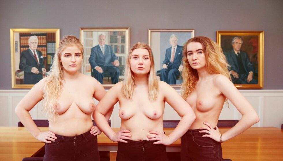 KRENKENDE: Fotografiet «Demoncrazy» av Borghildur Indriðadóttir, portretterer disse tre kvinnene foran bilder av mektige menn. Bildet bryter med Facebooks retningslinjer, noe kunstneren har fått svi for. Foto: Borghildur Indriðadóttir
