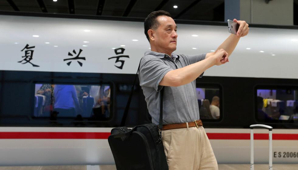 SPEKTAKULÆRT: Å kjøre hurtigtog i Kina kan være vel verdt en selfie. Foto: NTB Scanpix