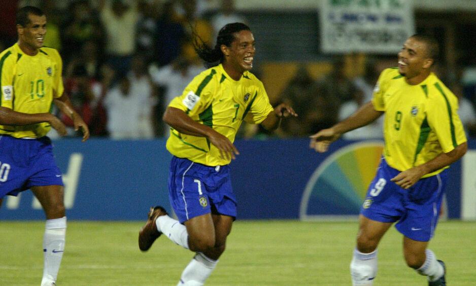 SPILTE SAMMEN: Rivaldo (t.v.), Ronaldinho (i midten) og Ronaldo. Her sammen under en kamp i 2006. Foto: Ormuzd Alves/AP/NTB Scanpix