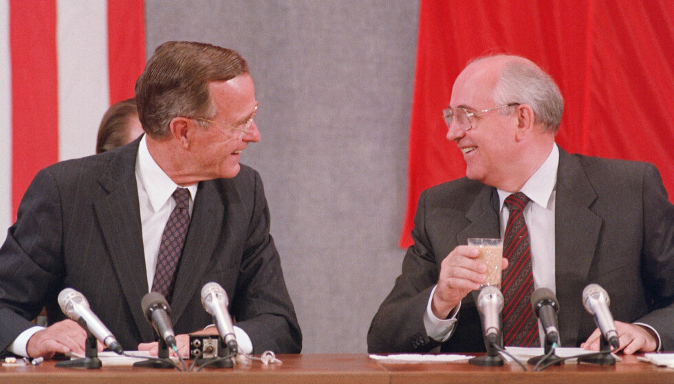 BUSH OG GORBATSJOV: USA-ekspert Svein Melby mener også Bush hadde fortjent en fredspris for arbeidet med avviklingen av Sovjetunionen. Foto: AFP Photo / NTB Scanpix
