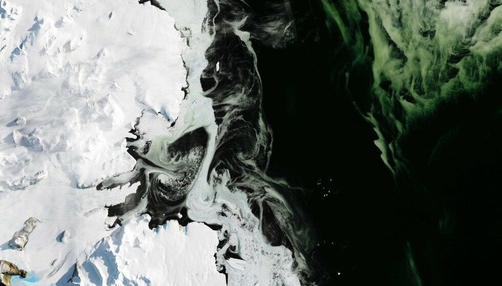 SJOKKFUNN: Forskere ble i fjor sommer sjokkert over oppdagelsen av en massiv smeltehendelse på overflaten av Vest-Antarktis, som de frykter bringer bud om verre ting som er på vei. Siden den gang har advarslene bare blitt glere, og nå sier FNs klimasjeff at trusselen aldri har vært større. Bildet viser havområder like ved Ross-havet. Illustrasjonsfoto: Joshua Stevens / NASA / NTB Scanpix