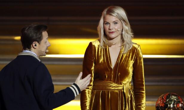 «NEI»: Ada Hegerberg ga et enkelt og tydelig «nei» da DJ-en Martin Solveig (til ventre) ba henne om å «twerke» under Ballon d'Or-kåringen. Franskmannen har i etterkant beklaget spørsmålet. Foto: Foto: Christophe Ena / AP Photo / NTB Scanpix