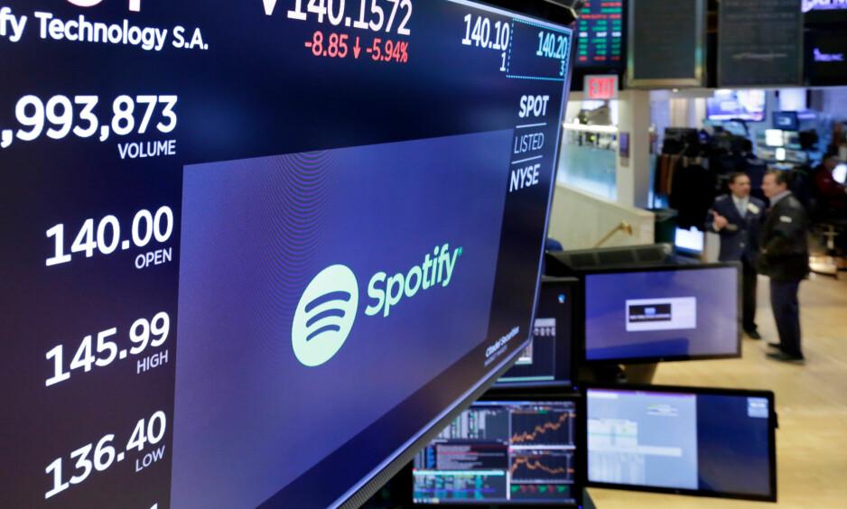 PENCE-EFFEKT: Bloomberg skriver at menn ansatt på Wall Street er så redd for å bli anklaget for seksuell trakassering at de ikke vil sitte ved siden av sine kvinnelige kollegaer på flyet. Foto: Richard Drew / AP