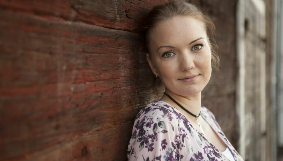 VIL HJELPE ANDRE: Gjennom å fortelle sin historie, håper Louise å kunne hindre at det skal gå like ille med andre ungdommer, som det gjorde med henne. Foto: Anna Thors.