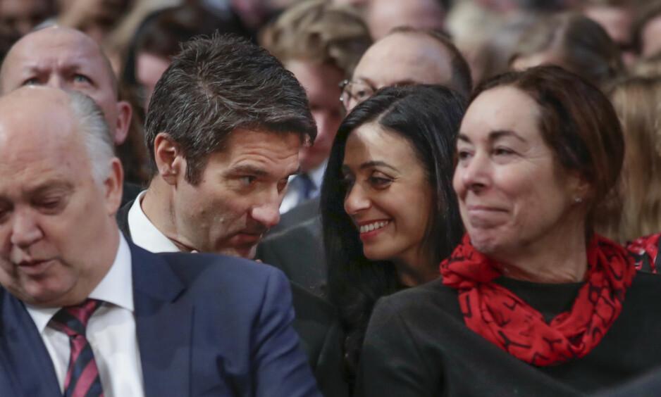 KOM SAMMEN: Hadia Tajik og kjæresten Kristian Skard dukket opp sammen for føste gang under Nobels fredspris i Oslo rådhus mandag. Foto: NTB Scanpix