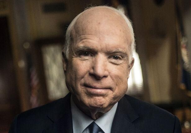 KRIGSFANGEN SOM BLE SENATOR: McCain var i seks år krigsfange etter å ha blitt skutt ned over Vietnam og kom hjem som krigshelt etter å ha blitt torturert på det groveste. Han har vært senator i seks perioder - over 30 år, og var kjent for å være en uavhengig røst. Foto: NTB Scanpix