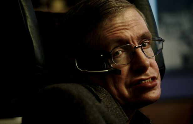 - FYSIKKENS MESTERHJERNE: Stephen Hawking ble omtalt som en genial mann, en pioner og en inspirasjon. Foto: NTB Scanpix