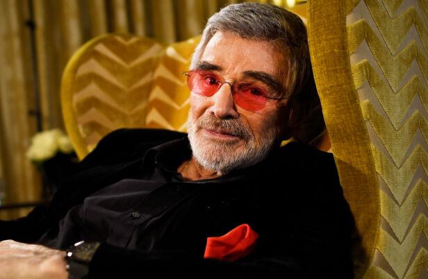 STOR KARISMA: Burt Reynolds holdt karrieren gående gjennom seks tiår, noe han kunne takke både sin skuespillerevne og sin karisma for. Men kanskje var også hans forfriskende ærlige selvinnsikt medvirkende, påpekte BBC i en nekrolog. Foto: NTB Scanpix
