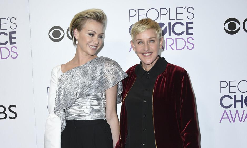 VURDERER Å SLUTTE: I et ferskt intervju avslører talkshowstjerna Ellen DeGeneres at hun vurderer å legge opp karrieren som talkshowvert. Her sammen med kona Portia de Rossi. Foto: NTB Scanpix