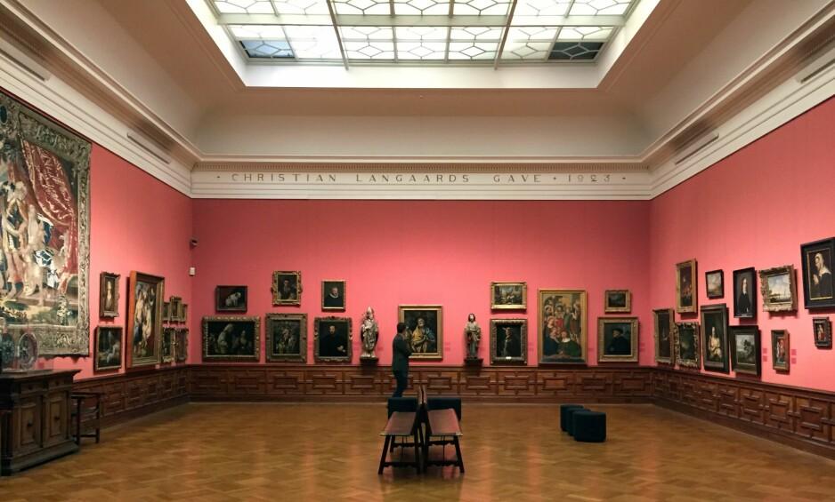 LANGAARDS TESTAMENT: Langaard-salen er Chr. Langaards testamentariske gave til museet, og er en salig blanding av høyt og lavt, kunsthistoriske mesterverk – deriblant El Greco, Goya og Rubens – og trivialiteter. Men det er på alle måter er ett av Nasjonalgalleriets flotteste rom, og ifølge testamentet ment å forbli i bygget. FOTO: ARVE RØD