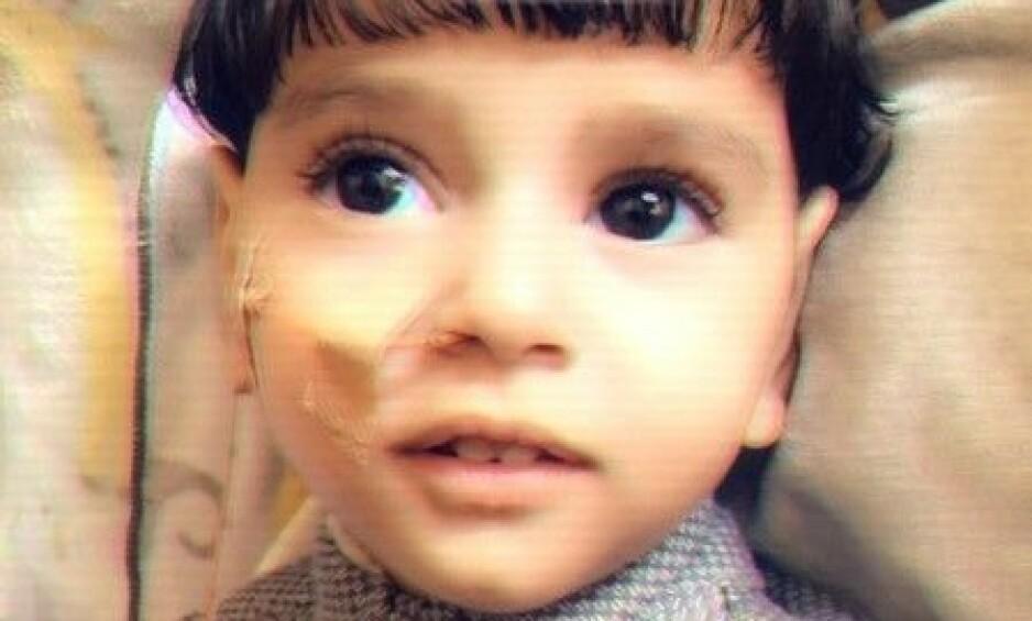 NEKTES Å TREFFE MOREN: Abdullah Hassan (2) holder på å dø av en aggressiv hjernesykdom. Likevel nektes moren innreise til USA for å ta farvel med sønnen. Foto: CAIR