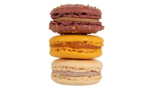 NORSKE SMAKER: Makroner med smak av brunost, tindved og riskrem. Foto: Ladurée