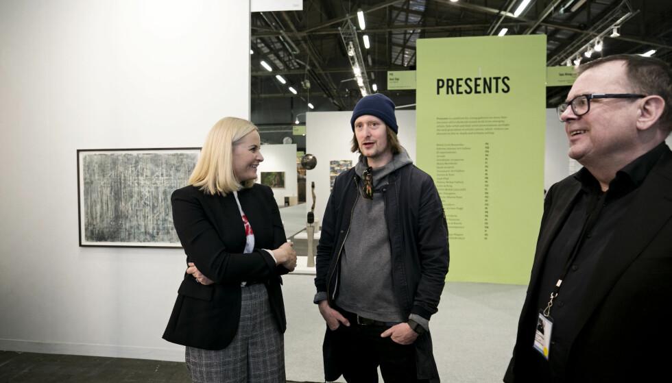 DOLK: Andreas Hamran Færø møtte Kronprinsesse Mette-Marit under en kunstmesse i New York tidligere i år. Nå er identiteten hans avslørt. Foto: NTB scanpix