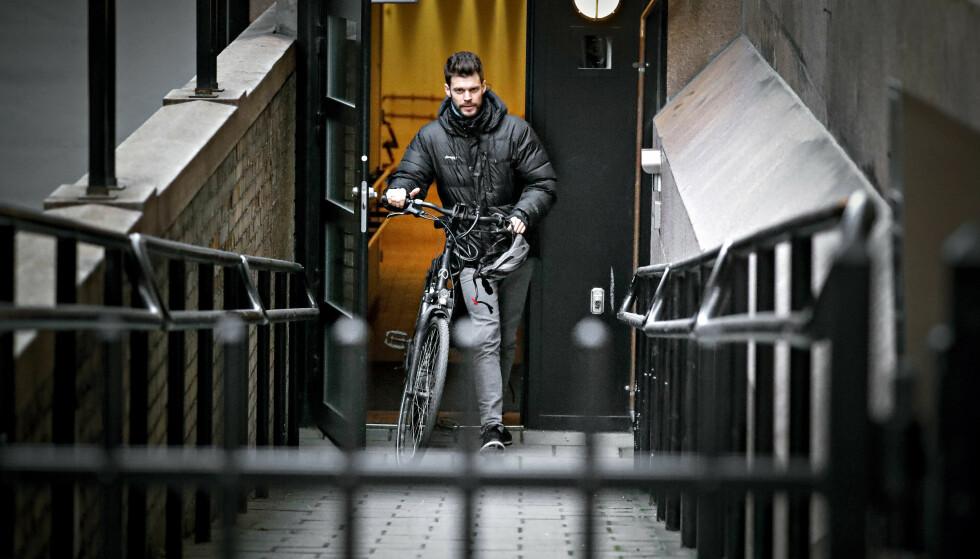 SLUTT PÅ SYKKELSTRESS: Bjørnar Moxnes haster ofte gjennom Oslo for å rekke å være familiepappa og stortingsrepresentant. Nå kommer han til å skulke mer stortingsjobb. Foto: Bjørn Langsem / Dagbladet