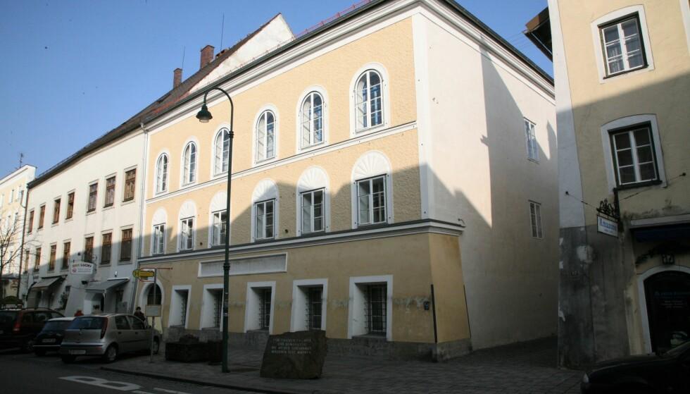 TRØBLETE ADRESSE: Huset i Braunau am Inn - stedet hvor Adolf Hitler ble født den 20.april 1889. Foto: Asbjørn Svarstad