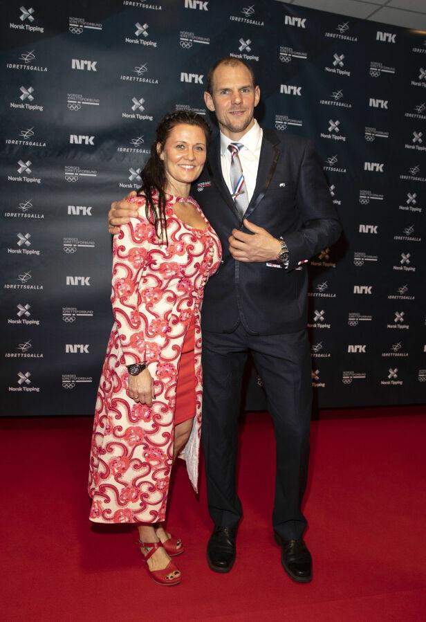 FESTKLARE: Olaf Tufte og kona Aina Tufte strålte på den røde løperen. Foto: Andreas Fadum / Se og Hør