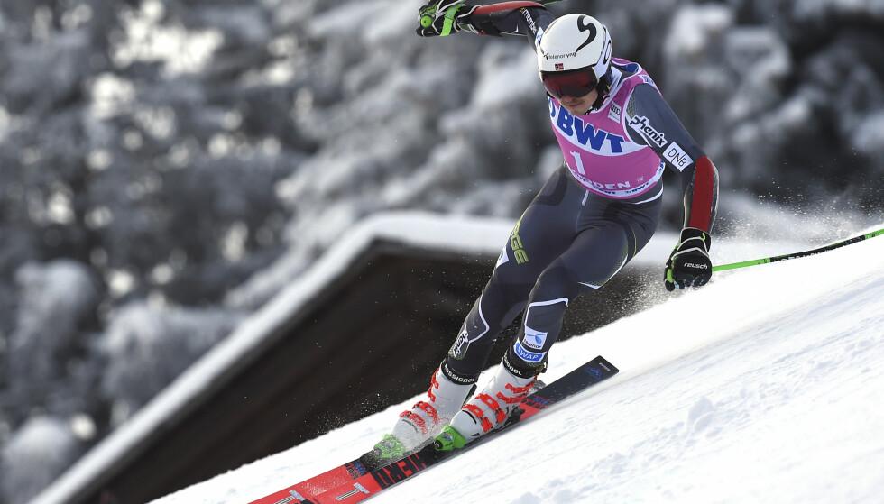 PALLEN: Henrik Kristoffersen imponerte i storslalåmrennet i Adelboden, men måtte igjen se seg slått av Marcel Hirscher. Foto: Marco Tacca / AP / NTB scanpix