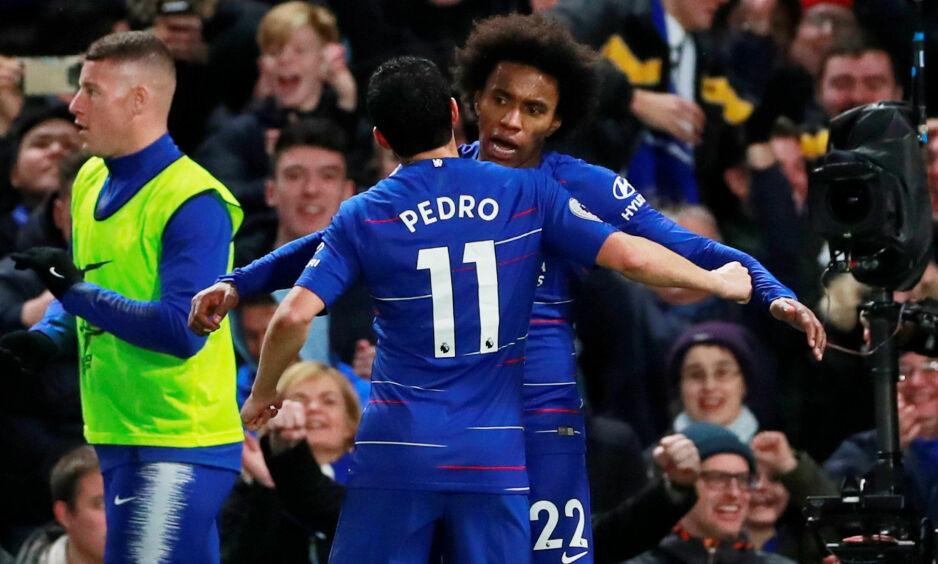 MÅLSCORER: Willian blir gratulert av Pedro. Foto: Reuters/Andrew Couldridge