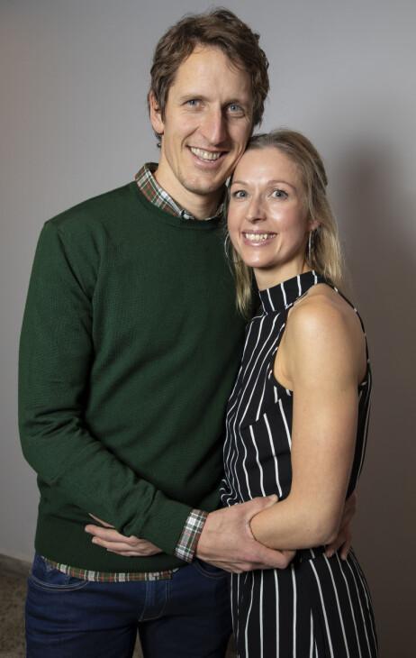 LYKKELIG GIFT: Lars Berger og kona Linda Tangen har snart vært ektefeller i fire år, og kan i mai markere blomster-/linbryllup. Foto: Tore Skaar
