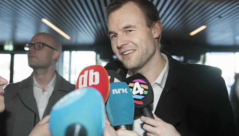 SEIERHERREN: Kjell Ingolf Ropstad (KrF) har manøvrert partiet inn i regjering med Fremskrittspartiet, til tross for at partiet lovte velgerne at de ikke skulle gjøre det. Mange av dem som ønsket at partiet skulle gå en annen vei har det tungt. Eller melder seg ut. Foto: Terje Bendiksby / NTB scanpix